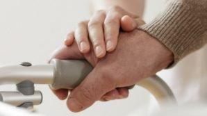 Legge 104: 1900 euro per chi assiste parenti disabili, ecco le novità