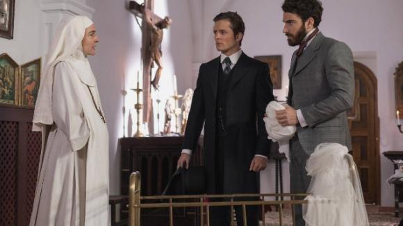 """Anticipazioni spagnole """"Una Vita"""": il bacio tra Paquito e Flora crea scandalo, una misteriosa lettera per Ursula"""