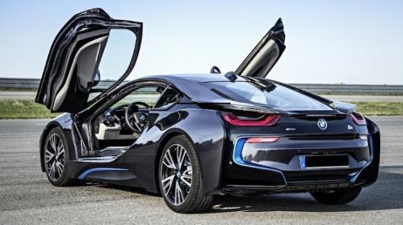 BMW i8 da 150 mila euro. Sfera Ebbasta si consola con una supercar