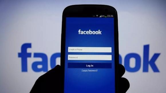"Facebook: iniziative pro trasparenza, contro troll russi, maschere AR ""Snake"", e nuova barra di navigazione"