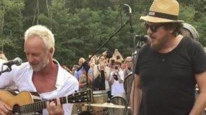 """Sting, alla festa arriva Zucchero: duetto improvvisato sulle note di """"Senza una donna"""" fa impazzire il web"""
