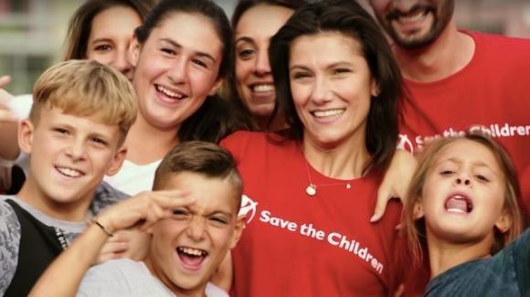 """""""Promettimi"""": significato del nuovo singolo di Elisa, diventata ambasciatrice Save the Children"""