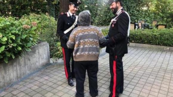 Bologna, 86enne chiama i Carabinieri ma l'urgenza non c'è: si sentiva sola