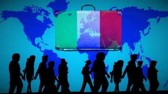 Italiani in fuga all'estero, sono in aumento gli over 50 a caccia di lavoro