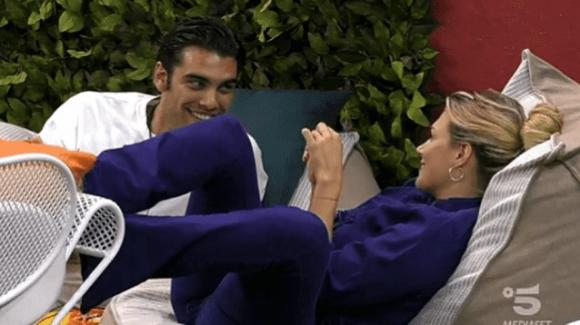 """Grande Fratello Vip, Stefano Sala ci riprova con Benedetta Mazza: """"Non voglio evitare di stare con te"""""""