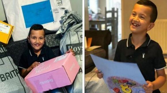 Questo bimbo autistico è triste perché non ha amici: poi riceve 3.000 biglietti d'auguri per il compleanno