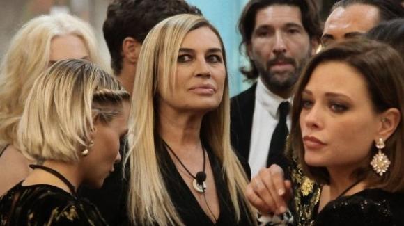 """GF Vip 3, Lory Del Santo rivelazioni hot: """"La mia prima volta fu una cosa rapida!"""""""
