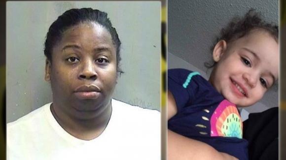 Texas, babysitter da fuoco alle natiche di una bambina: morta a 2 anni