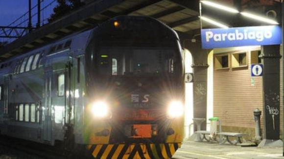 Ragazzo di 16 anni sfida l'amico a sdraiarsi sui binari, muore investito dal treno.