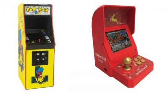 La sfida dei mini cabinati: sotto l'albero, il Pac-Man Arcade Cabinet o il Neo Geo Mini Christmas Limited Edition?