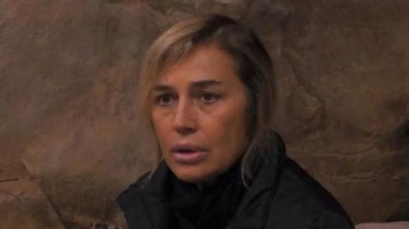 Grande Fratello Vip 3, Lory Del Santo è sempre più fragile: lacrime per il figlio