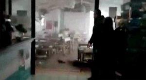 Maltempo in Salento, la tromba d'aria entra nel ristorante e lo devasta