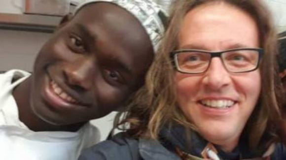 Don Luca Favarin, il prete anti-presepe che fattura milioni di euro con i migranti