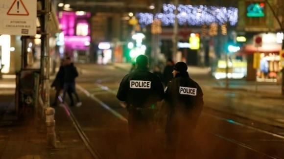 Strasburgo. Attentato in un mercatino natalizio, vari morti e diversi feriti: l'attentatore è in fuga