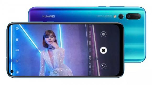 Huawei Nova 4: medio gamma di fasci alta con display bucato e sino a 48 megapixel posteriori