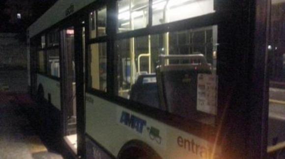 Palermo, autista dell'autobus massacrato di botte da un gruppo di ragazzi