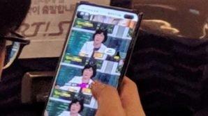 Un esemplare di Samsung Galaxy S10+ è stato avvistato a bordo di un autobus! Tutti i dettagli