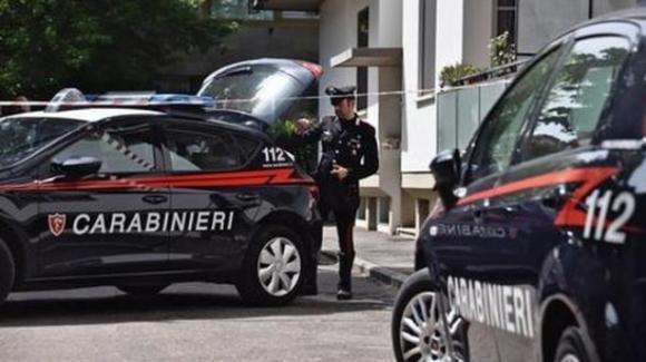 Reggio Emilia, nasconde il corpo della madre per prendere la pensione: si suicida all'arrivo dei carabinieri