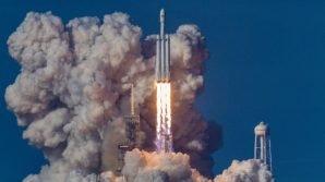 SpaceX, lanciato il razzo Falcon 9 verso la Luna