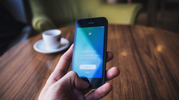 Twitter: si lavora a una funzione tutelare chi avvia le discussioni. Rimprovero dalla UE, e causa legale con BlackBerry