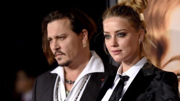 Johnny Depp fa causa all'ex moglie Amber Heard: ha mentito sulle violenze