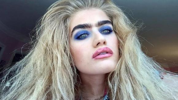 Sophia Hadjipanteli, la modella col monosopracciglio