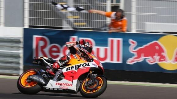 MotoGp: Marc Marquez senza rivali in Argentina. Rossi 2° vince il duello con Dovizioso