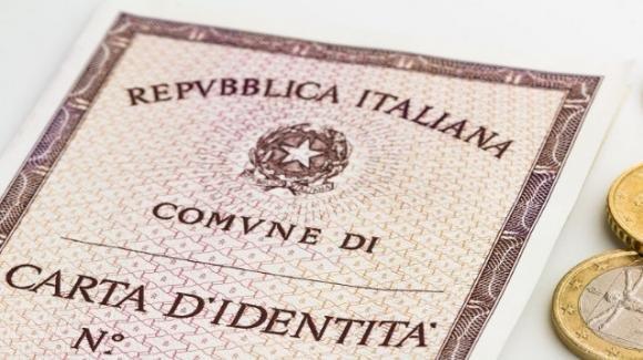 """Carta d'identità minori: non più """"genitori"""", ma """"madre e padre"""""""