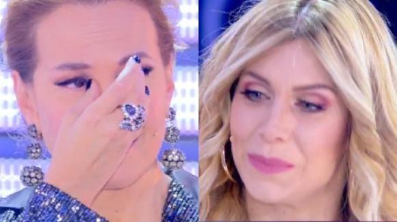 """Live – Non è la D'Urso, Paola Caruso incontra la sua mamma biologica ma il web insorge: """"Che pagliacciata!"""""""