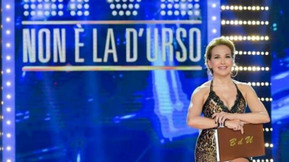 """""""Live – Non è la D'Urso"""" tiene testa a Montalbano: Barbara D'Urso soddisfa le aspettative di Mediaset"""