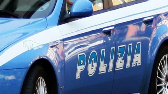 Napoli, aggredisce la madre e gli agenti che l'hanno soccorsa