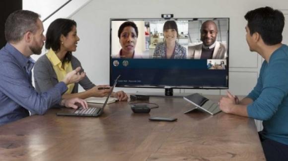 Skype: risolto il bug che rispondeva automaticamente alle telefonate, estese a tutti le chiamate sino a 50 utenti