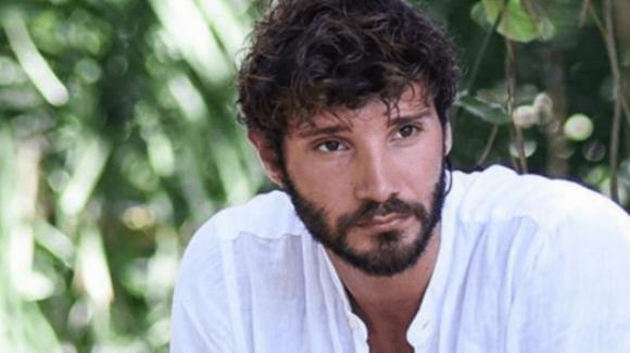 """Stefano De Martino festeggia il compleanno di Santiago e fa una dedica speciale a Belèn: """"Sei la parte migliore di noi"""""""