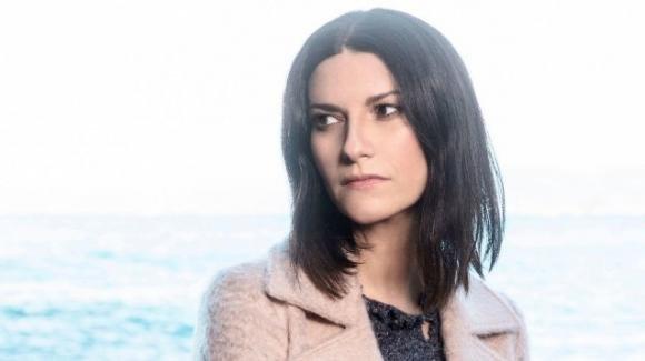 """Laura Pausini si sfoga a Radio Rai 2: """"Al cimitero rubano i fiori dalla tomba della mia nipotina"""""""