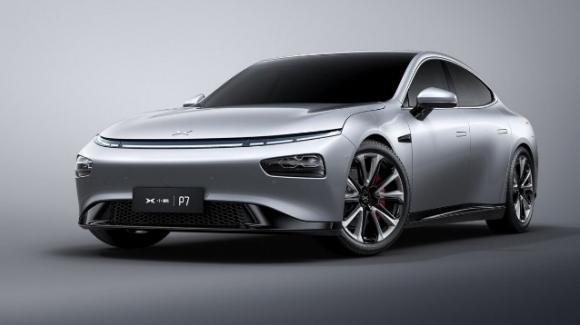 Xpeng P7: presentata la berlina coupé elettrica, a trazione integrale, rivale delle Tesla