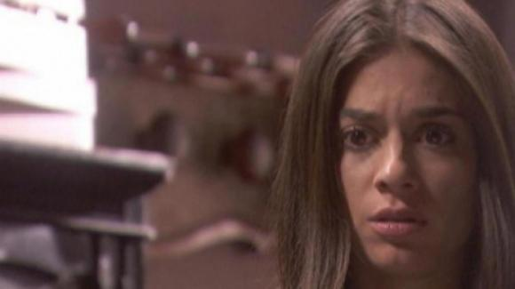 Il Segreto, anticipazioni 3 maggio: Elsa è accusata di furto e tutto Puente Viejo insorge contro di lei