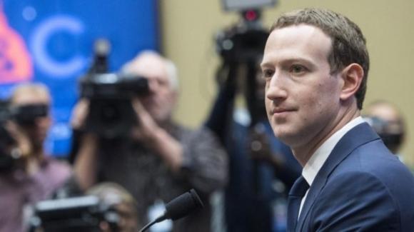 Facebook: ancora problemi con le istituzioni, pollice verso sull'app Bonfire, cimitero virtuale entro il 2070