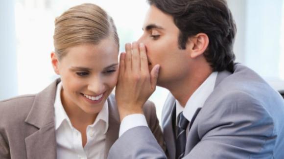 Il gossip piace proprio a tutti! Secondo uno studio sia gli uomini che le donne gli dedicano almeno un'ora al giorno
