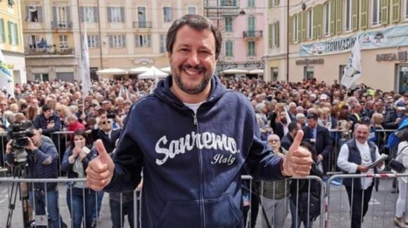 """Gli auguri di Salvini per la festa della mamma: """"Auguri a tutte le mamme ma non alle genitrici 2"""""""
