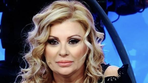 """Tina Cipollari difende i suoi figli e replica alle accuse di manipolazione dei giorni scorsi: """"Sono davvero stanca"""""""