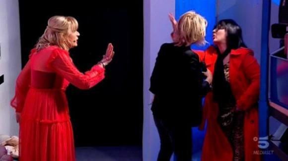 """U&D Over, Tina Cipollari furiosa attacca nuovamente Gemma Galgani: """"Sei opportunista e falsa. La devi finire!"""""""