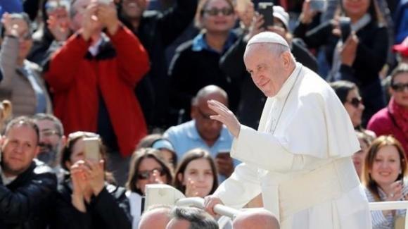 Papa Francesco: tutti siamo tentati dal male, per questo chiediamo di esserne liberati