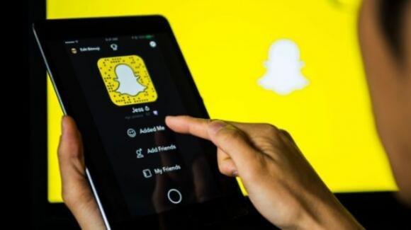 Snapchat sospende gli utenti degli iPhone jailbroken, ed introduce i filtri per il cambio di genere