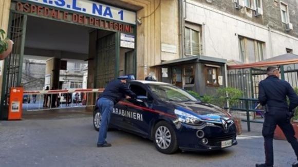 Napoli, entra in ospedale coperto dal casco e spara alla folla