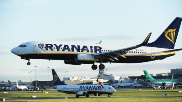 Bari: passeggero sbaglia volo e sfoga la sua rabbia con il personale Ryanair