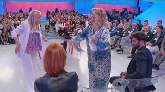 "U&D Over, Tina Cipollari sbotta contro Gemma: ""Maria, vuoi sostituirmi con 'sta befana? Fatele oggi l'assunzione!"""