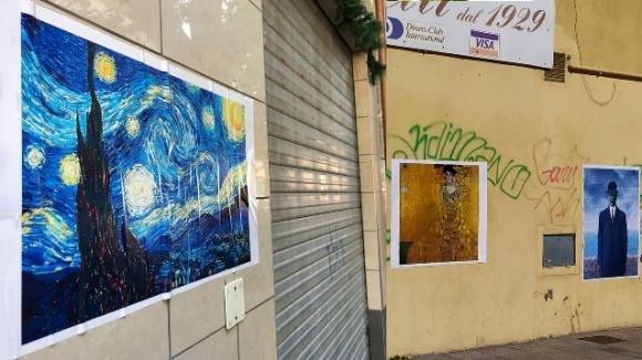 Blitz artistico contro le svastiche sui muri di Fiumicino
