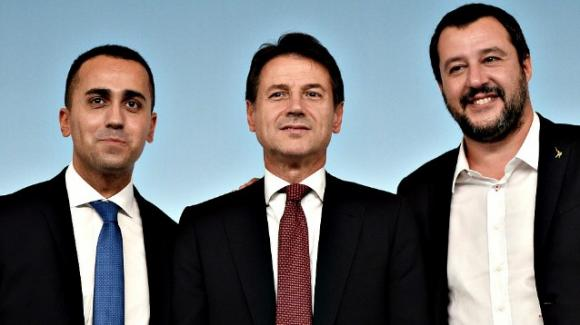 """Conte riprende Salvini e Di Maio: """"Mi dicano se vogliono continuare o mi dimetto"""". Le risposte e la pace di breve durata"""
