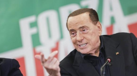 Berlusconi vede le elezioni anticipate e invita Conte a farsi da parte