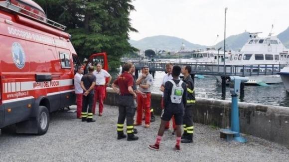 Como, 15enne festeggia l'ultimo giorno di scuola gettandosi nel lago di Como: soccorso, muore subito dopo